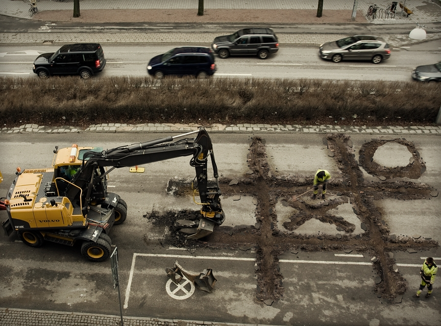 Roadworkers-Coffebreak © Erik Johansson