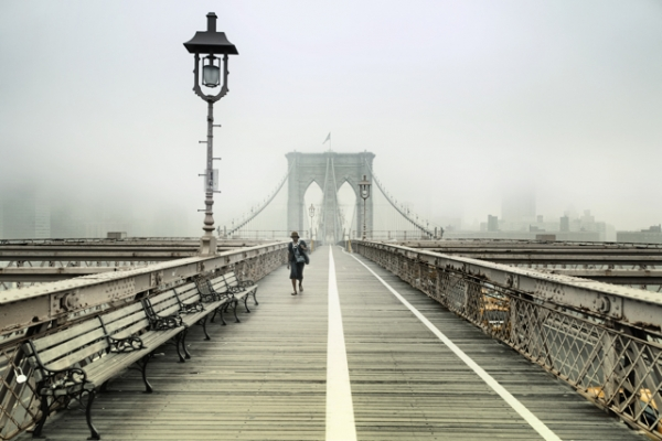 rob-van-kessel-walking-the-brooklyn-bridge