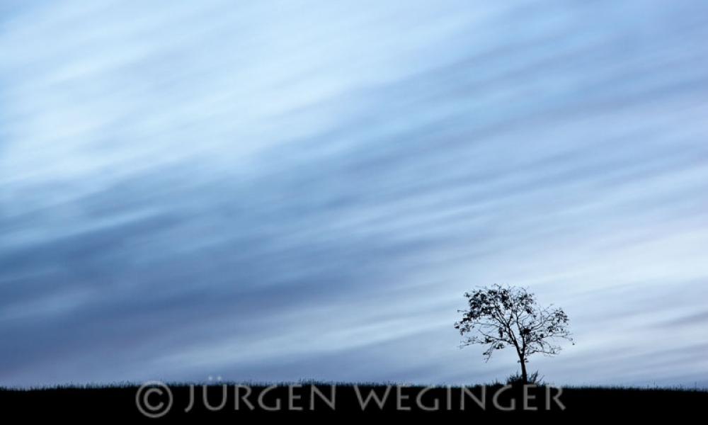 Wolkenbewegungen in der Abenddämmerung
