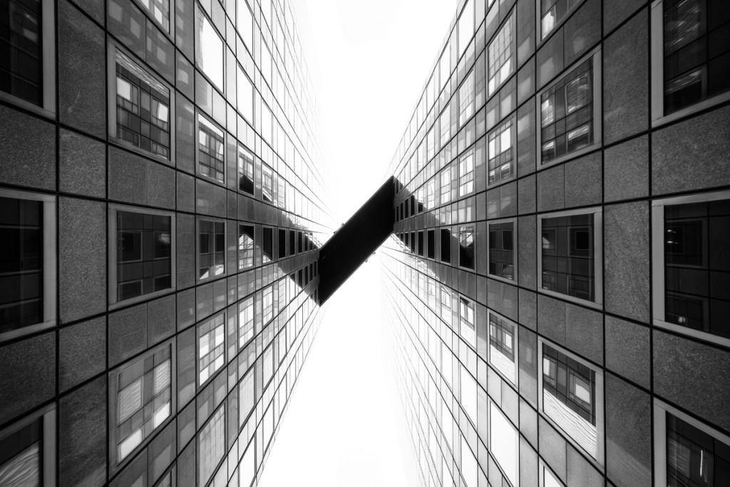 """Copyright: (c) Tobias Theiler, Winner, Switzerland National Award, 2015 Sony World Photography Awards  GER:  """"Communication"""" ist während meinem dreitägigen Aufenthalt in Paris im Dezember 2014 entstanden. Es zeigt die schmale Brücke, die die zwei Bürotürme Tour Pascal I und II im Geschäftsviertel La Défense verbindet. Die ungewöhnlich strenge Symmetrie der Architektur mit ihren flüchtenden Linien inspirierte mich dazu, den Betrachter zur Vielfalt der künstlerischen Sichtweisen der modernen surrealen Architektur zu führen."""""""